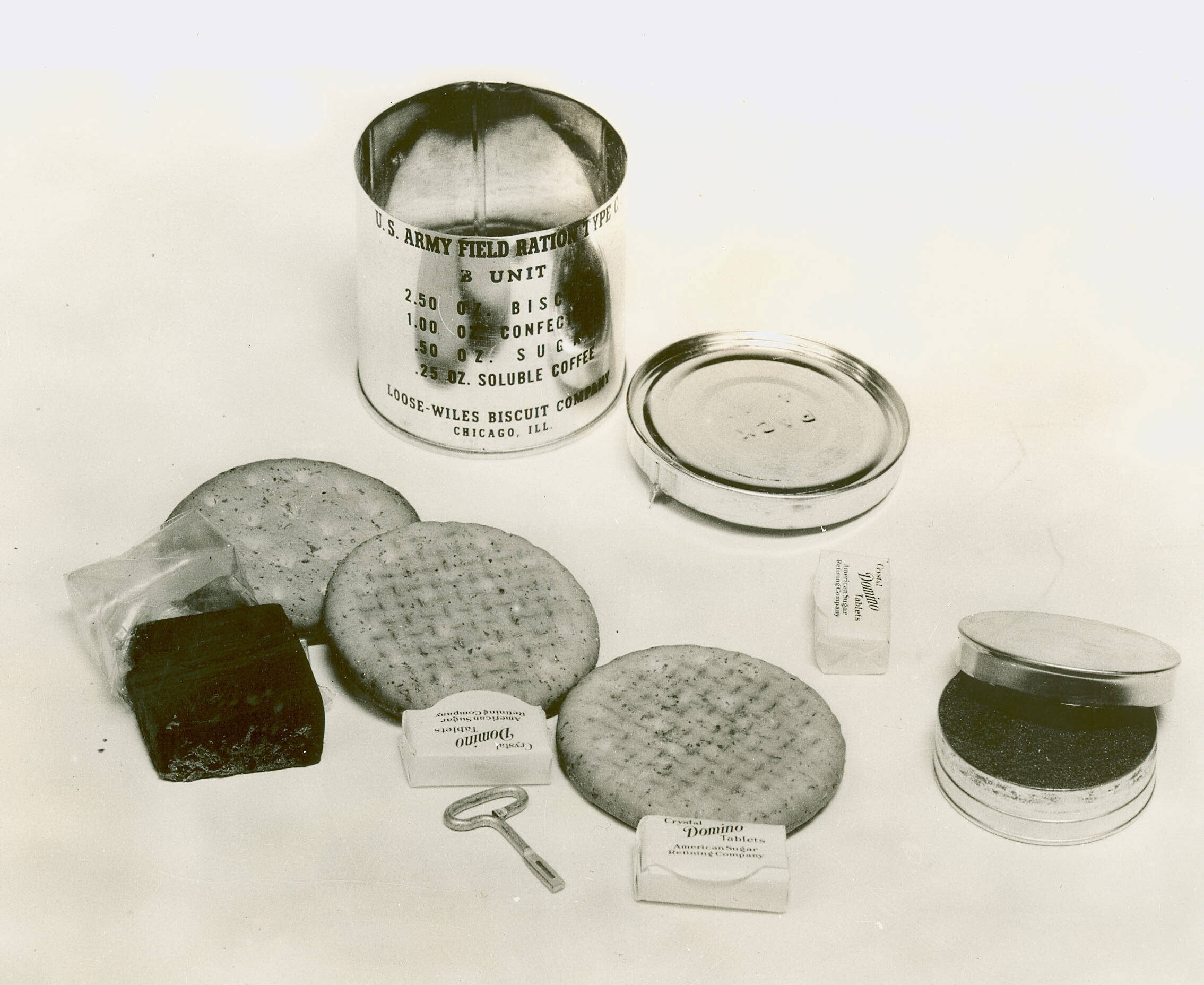 4 C_Ration_B_unit_(1941)_with_contents.jpg